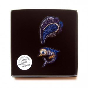 broche delfín azul