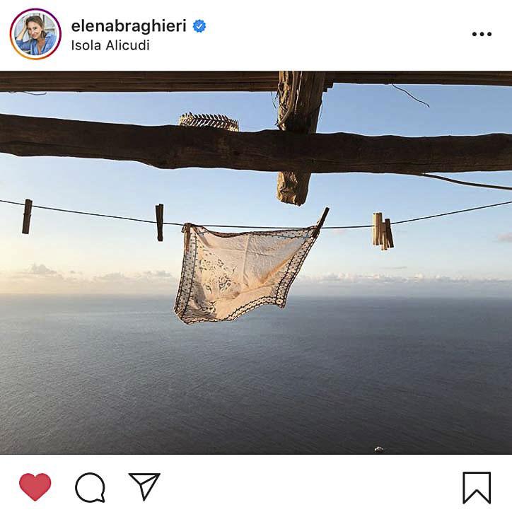 Captura de pantalla de la cuenta de Instagram de @elenabraghieri. Fotógrafa milanesa que nos hace viajar al mar con sus imágenes de la costa e islas sicilianas.