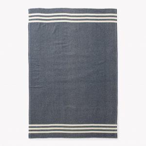 couverture de laine bleue