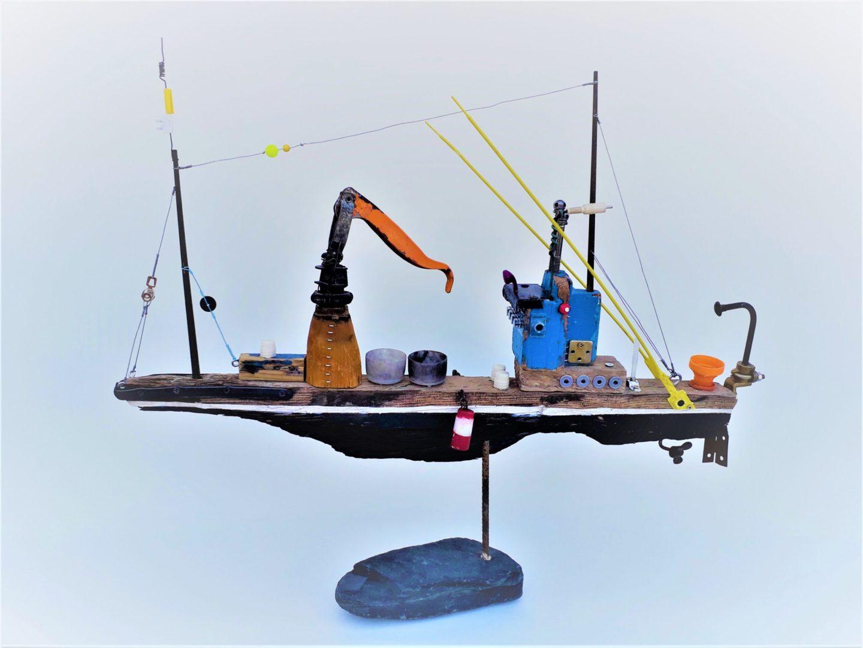 Alberto Marco Skulptur mit Fundstücken vom Meeresufer