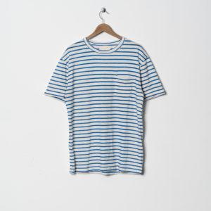 blau gestreiftes T-shirt