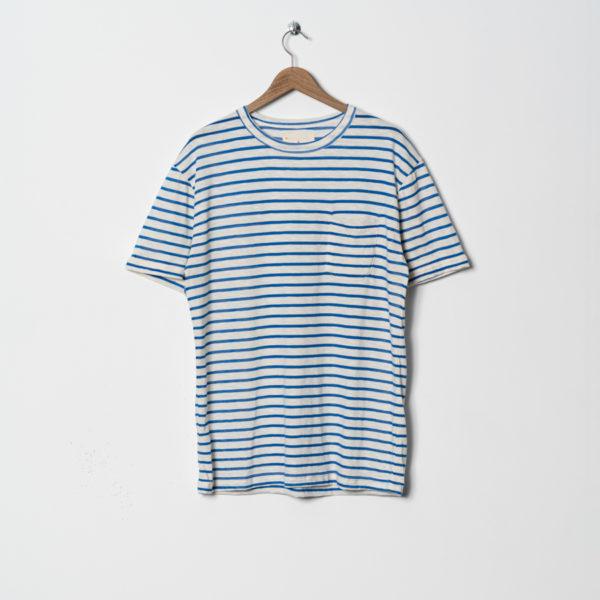 camiseta de rayas azules